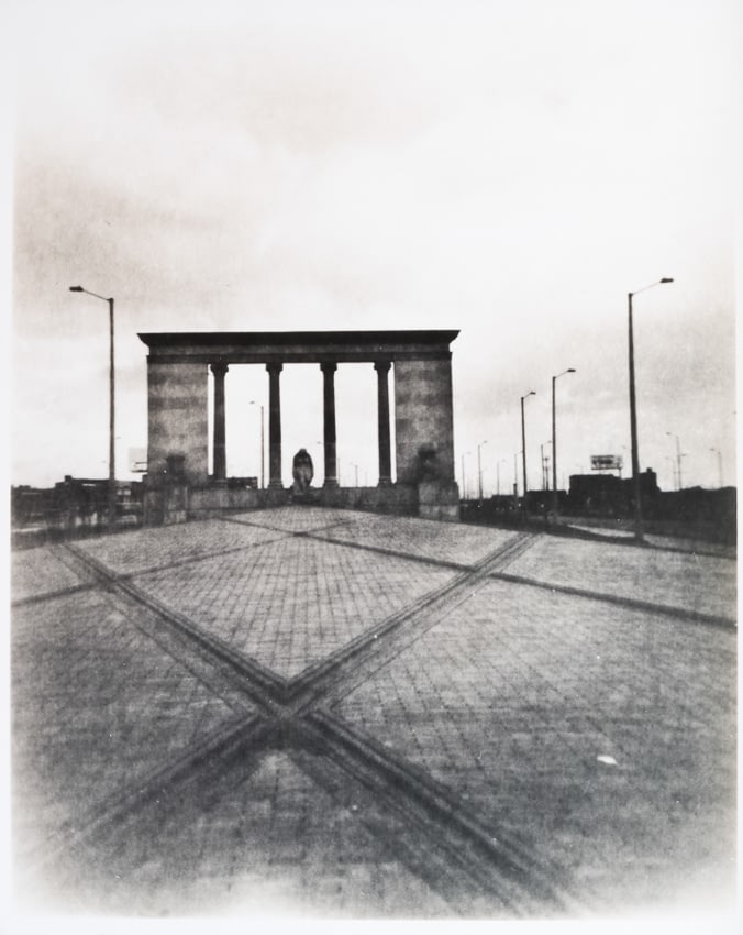 Fotografías blanco y negro atemporales de Bogotá tomadas con cámara monocular