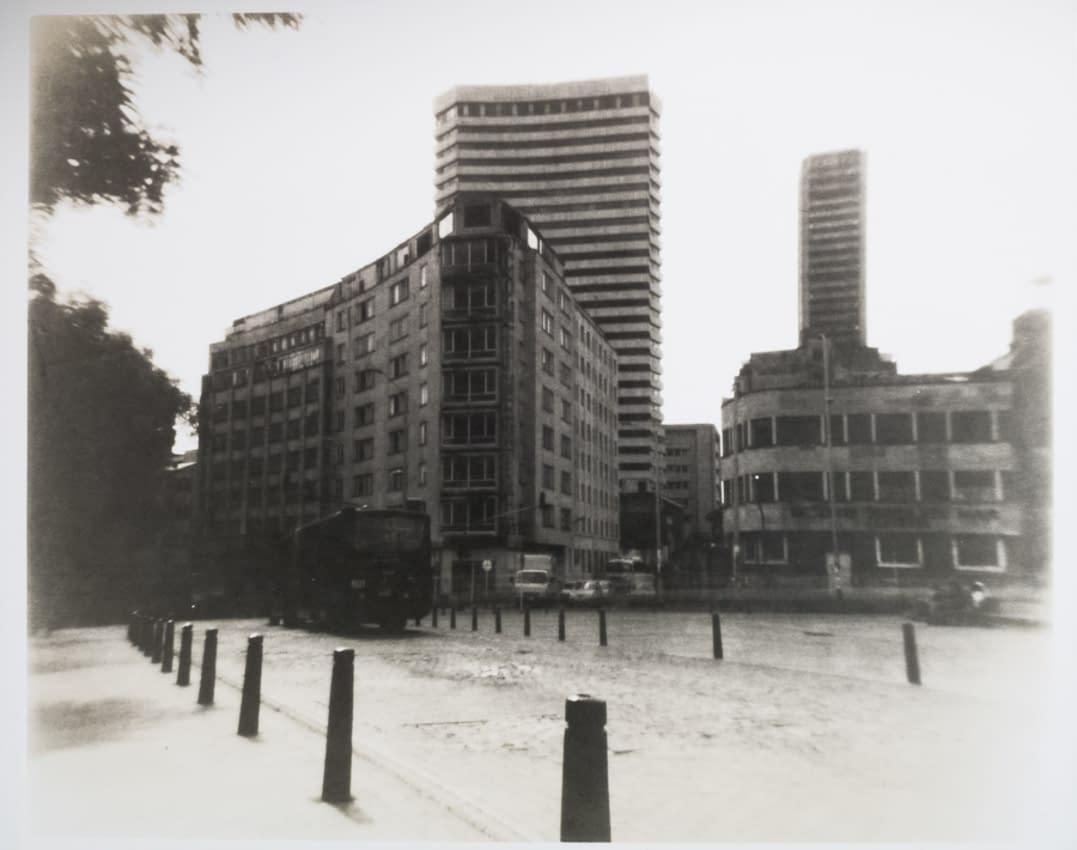 Fotografías en blanco y negro atemporales de Bogotá tomadas con cámara monocular